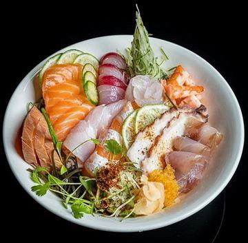 Imagen de Cocina japonesa con pesca local